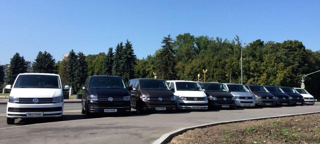 автопарк микроавтобусов минивен уже спешит в Строгино
