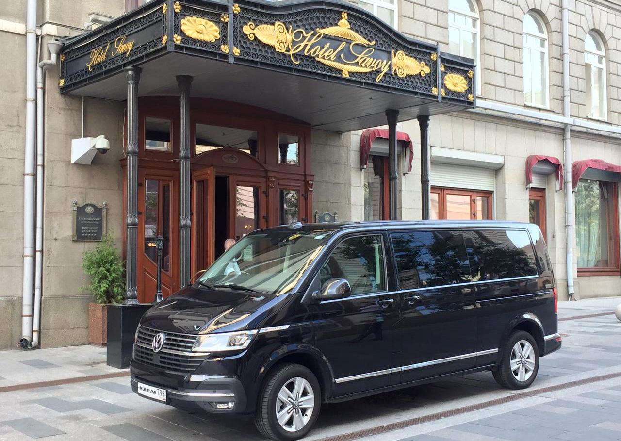заказ минивэна в отель Савой